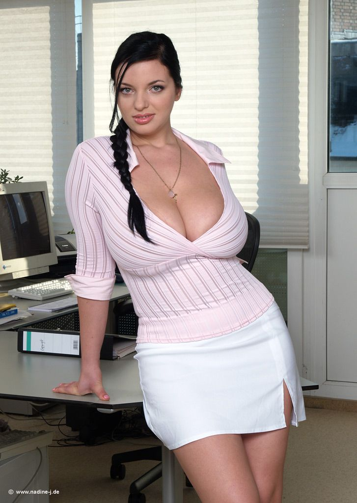Natural ass and fat secretary | Hot pictures)