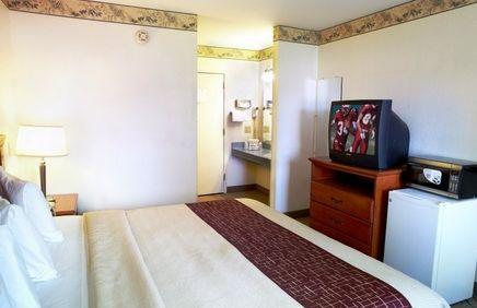 Pet Friendly Hotel In Denver Pennsylvania Red Roof Inn