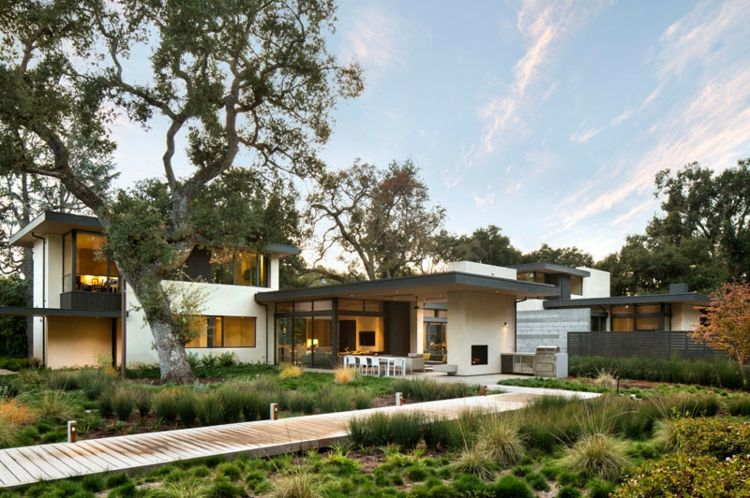 beton-wand-garten-gräser-steg-holz-terrasse Die schönsten bilder