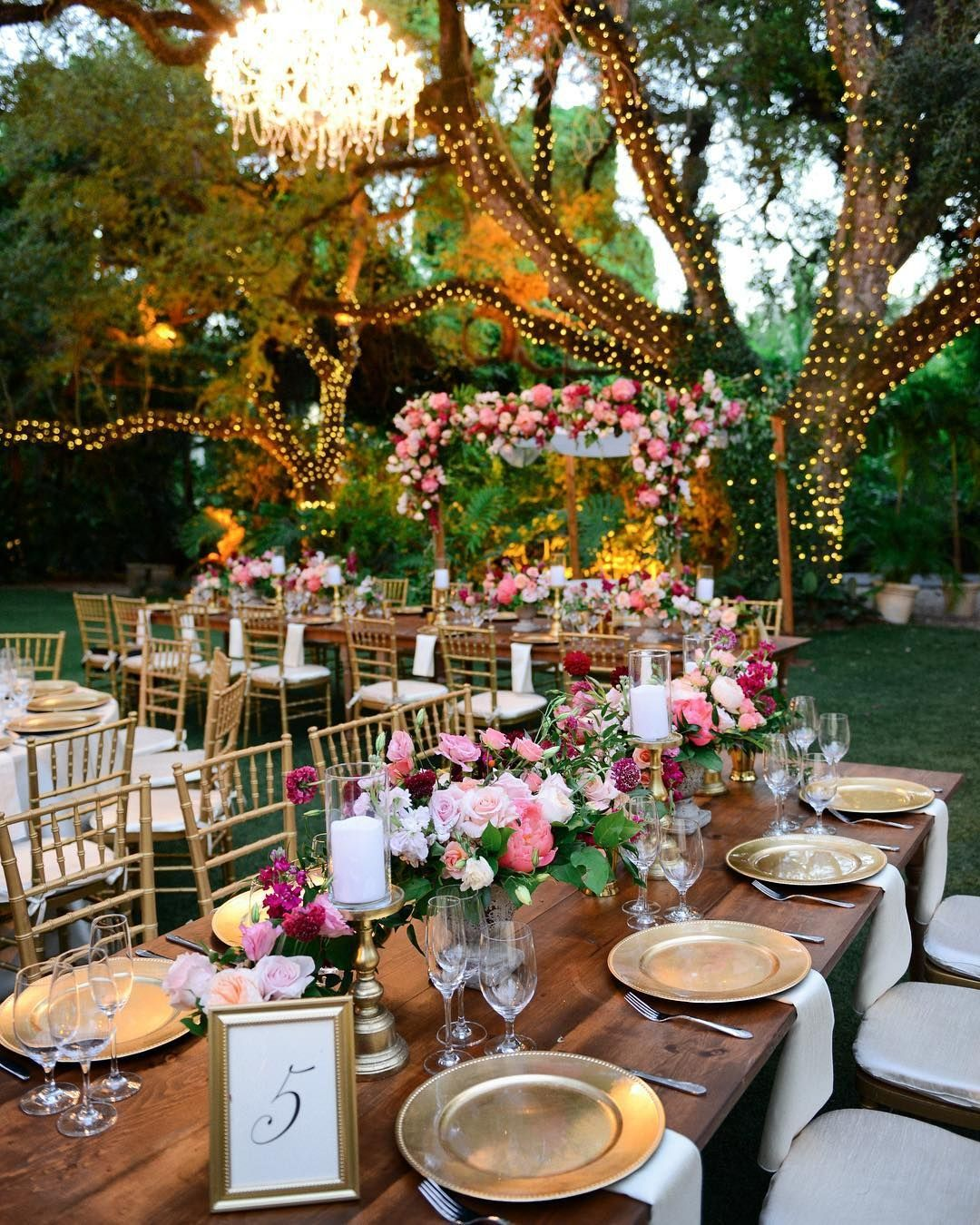 Luxury Wedding Pages On Instagram Fabulous Who Wants To Have This Decor Too Double Tap Catering By Billhansenluxurycatering Floral By Everafterf