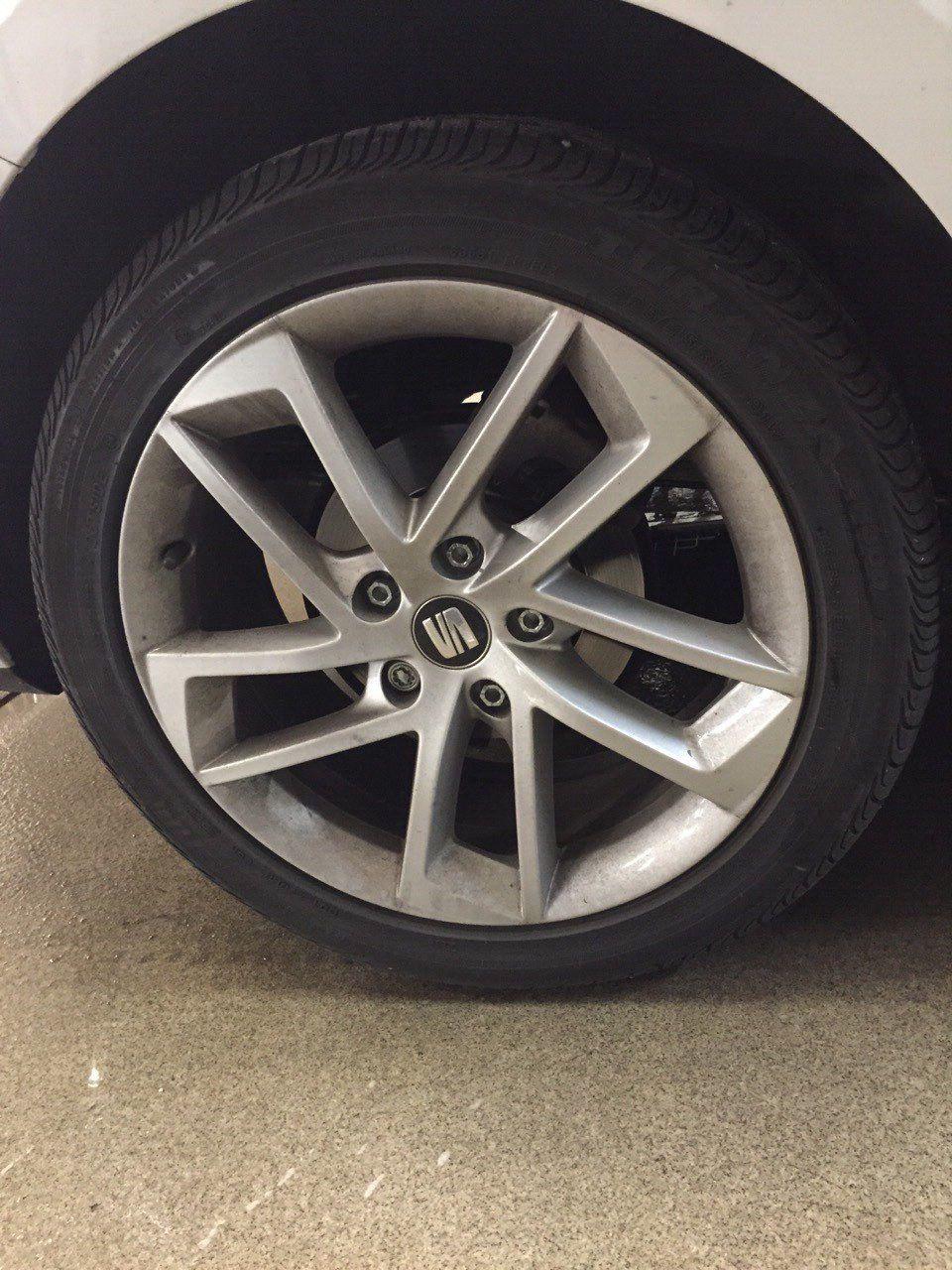 Vi kan även göra detta; vi byter ventiler, vi monterar nya däck på fälgarna, vi balanserar hjulen och vi återvinner dina gamla däck!