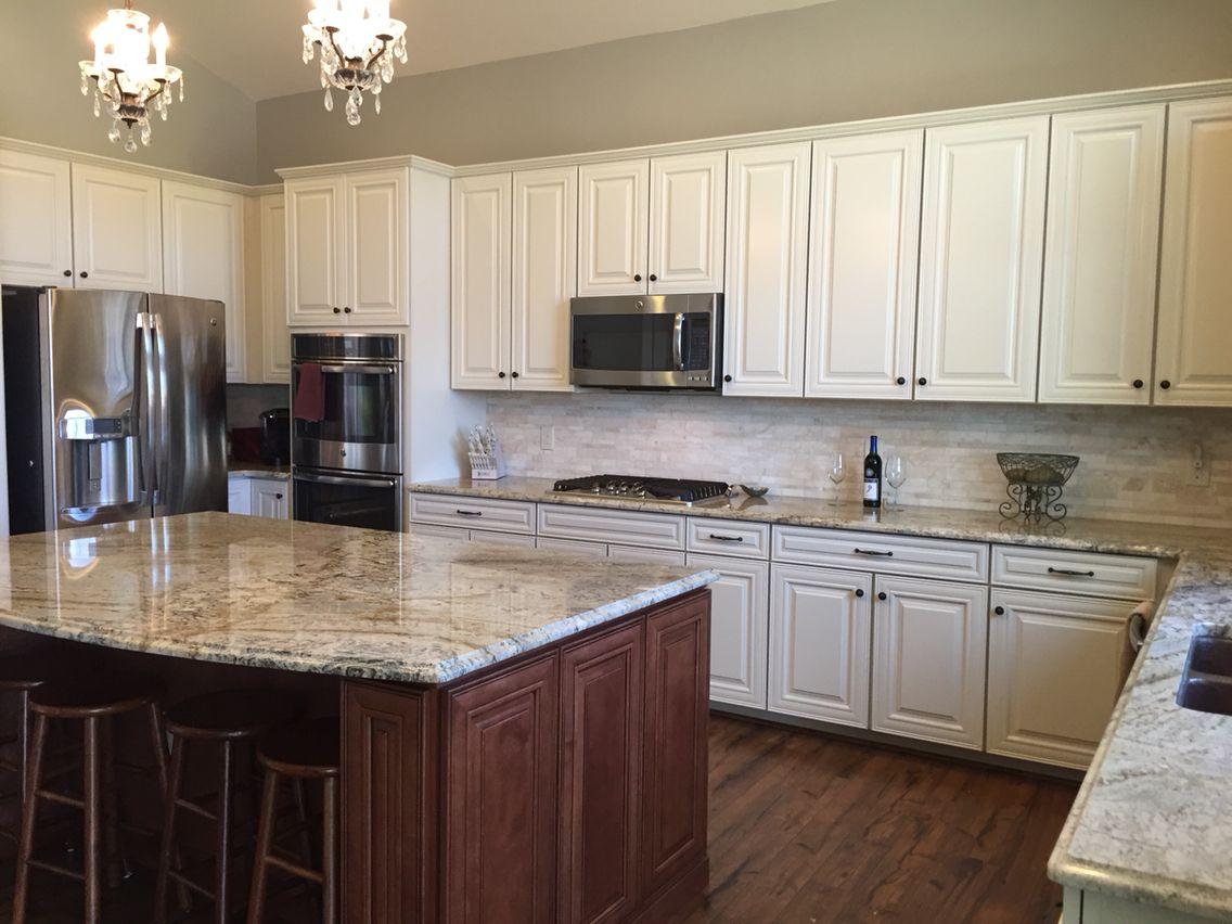 Cream glaze timberlake cabinets maple auburn glaze island for Granite colors for white cabinets