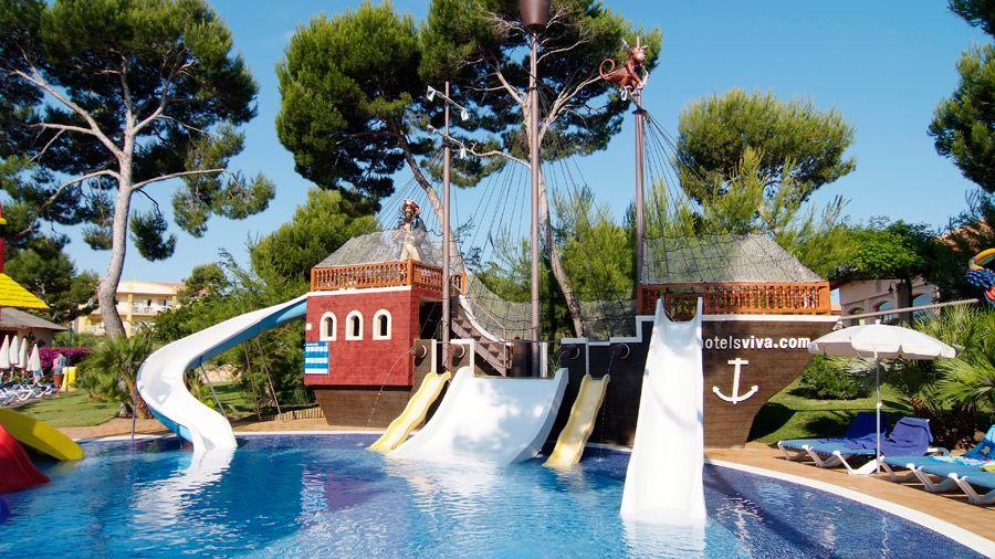 Viva Mallorcan allasalueella on suuren pääaltaan lisäksi myös merirosvoaiheinen lasten allas #Mallorca #Ca'n Picafort