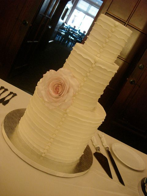 Ruffle Wedding Cake   Wedding cake, Edible pearls and Vintage weddings