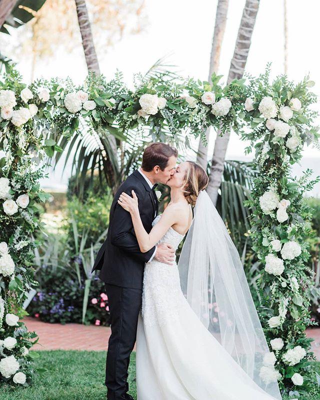 A Kiss To Seal The Deal Venue And Wedding Cake Fssantabarbara Photographer Michaelandan Santa Barbara Wedding Santa Barbara Wedding Venue Wedding Styles
