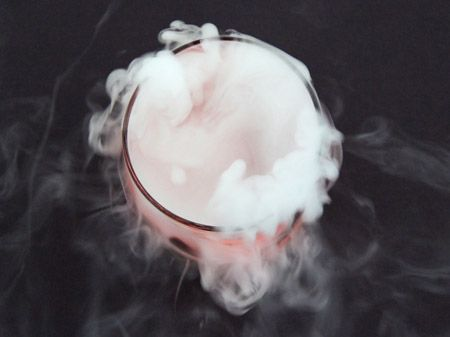 how to use dry ice in halloween cocktails