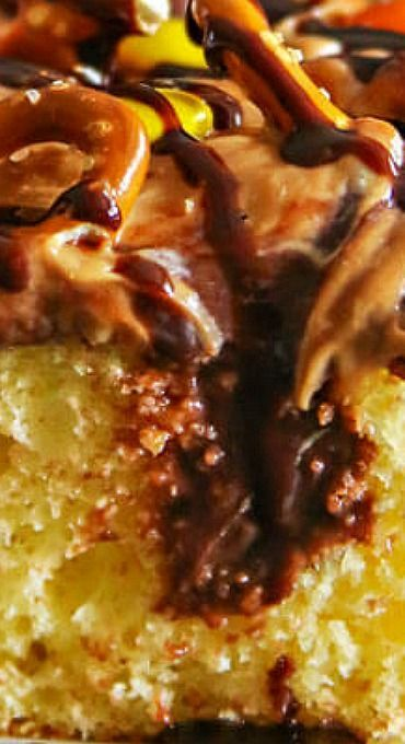 Peanut Butter Pretzel Poke Cake #chocolatepeanutbutterpokecake Peanut Butter Pretzel Poke Cake #chocolatepeanutbutterpokecake