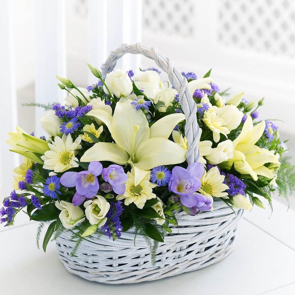 Newpix flower baskets from floralscents are hand made with beautiful fresh cut flowers order a flower basket for deliver in dublin including sandyford and izmirmasajfo