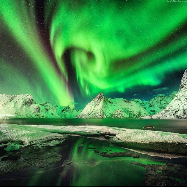 Emerald night By @danielkordan  Location: Hamnøy, Lofoten, Norway #ilovenorway #auroraborealis