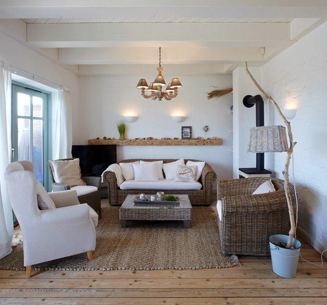 Naturmaterialien In allen Räumen, hier das Wohnzimmer mit - Wohnzimmer In Weis Und Braun