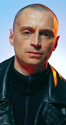 Robert Carlyle From Ouat As The Vilain In James Bond Movie Bald