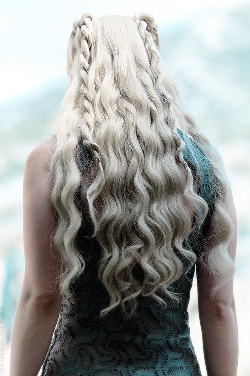 22 Beste Khaleesi Haare Auf Game Of Thrones Khaleesi Frisuren Trend Khaleesi Haar Langhaarfrisuren Frisuren Langhaar