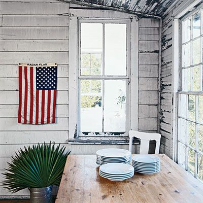 Pleasant How To Decorate With White American Flag Beaches And Dry Sand Largest Home Design Picture Inspirations Pitcheantrous