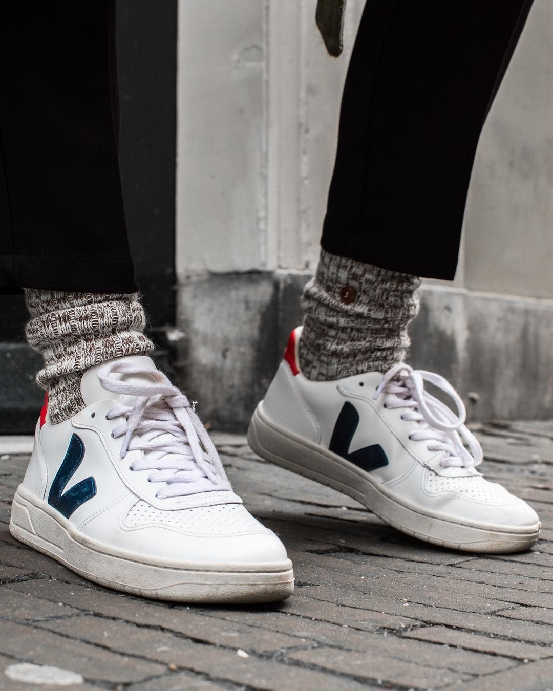 nostalgia No haga cuadrado  Basic can't be wrong - Our v-10 Tricolor are available on veja.store #veja  #vejashoes #vejav10 #kicksofth… | Sneakers outfit men, Sneakers men  fashion, Veja shoes