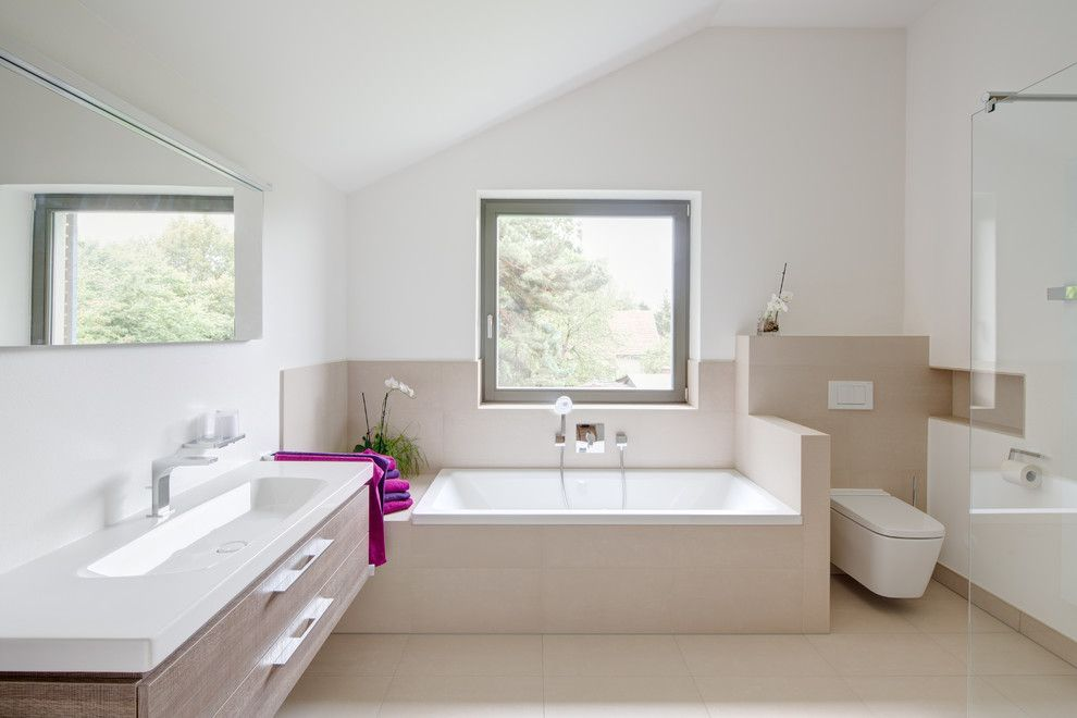 Waschtisch In Holzoptik Bodenfliesen Beige Halbhohe Trennwand