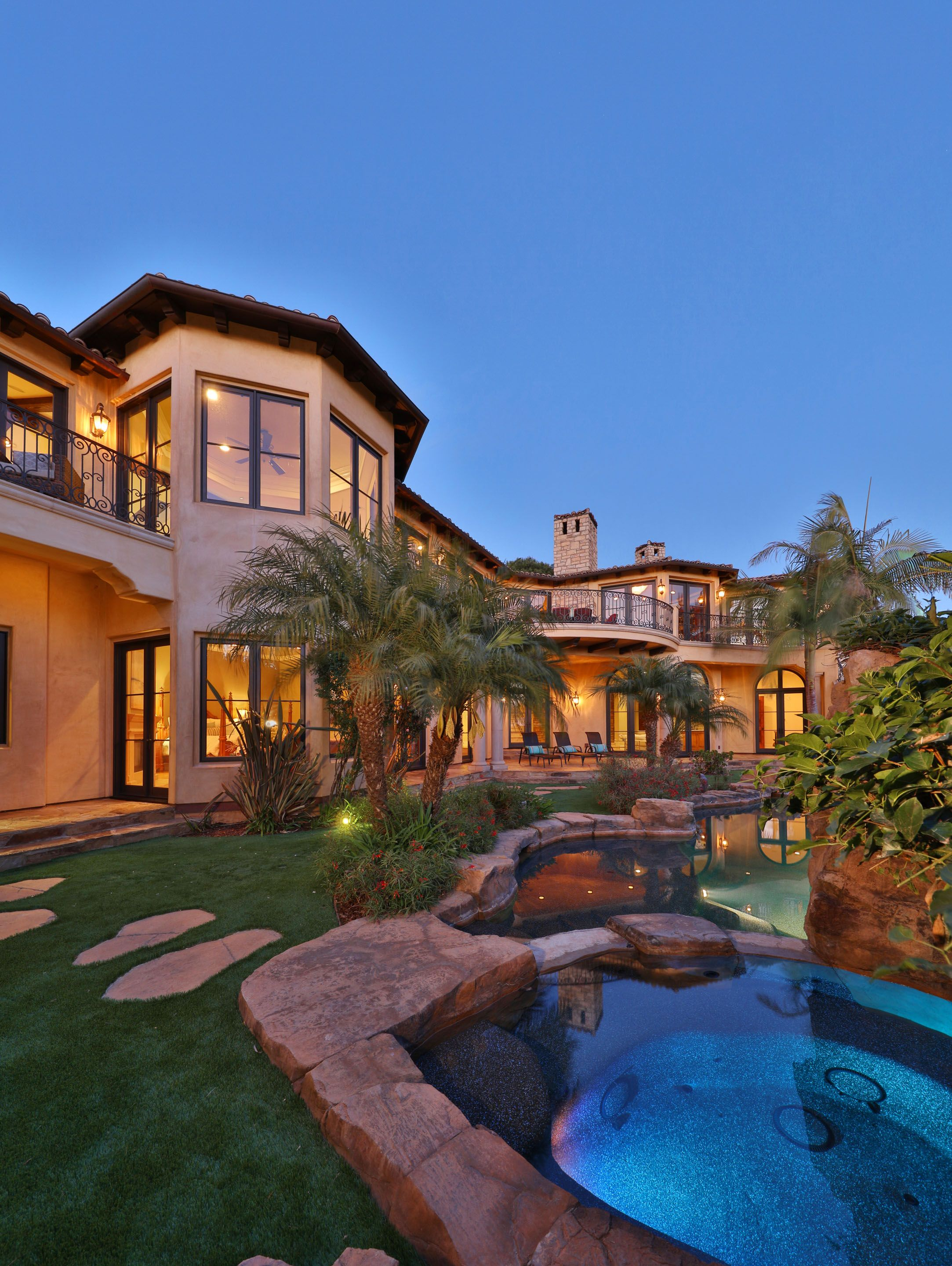 Southern California Luxury Home Exterior With Pool Luxury Homes Exterior Calabasas Homes House Exterior