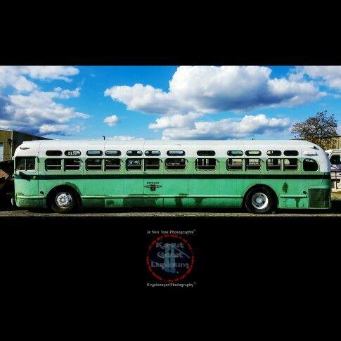 """Old GM TDH"" /// Kryptoneyed Photography & Je Vois Tout Photographié à la kryptoneyed@tutanota.com /// #kaputgeratlupinum #slowlycrispykryptonite #kryptoneyed #greyhound #greyhoundlines #gmc #coach #seeamerica #thirdclass #minutestomemories #tdh #spokane #spokanetransitsystem"
