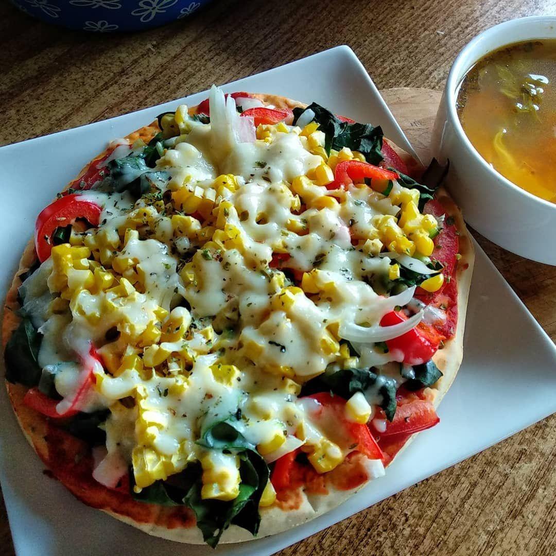 Pizza y sopa! Perfecto para un día lluvioso 😊 Pizza and soup!  Perfect for a rainy day 😊 . . . . .