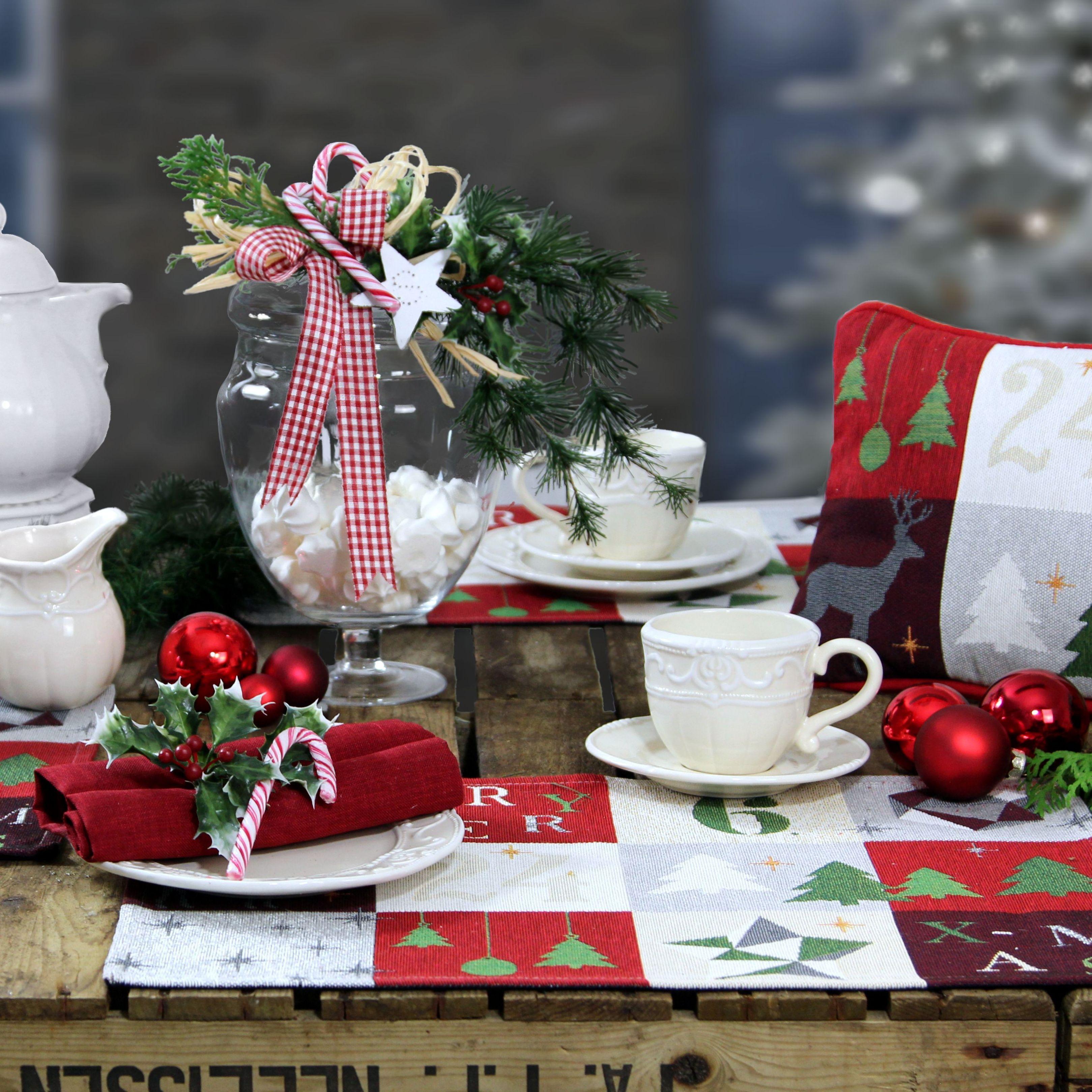 weihnachtstischsets und kleines weihnachtskissen. Black Bedroom Furniture Sets. Home Design Ideas