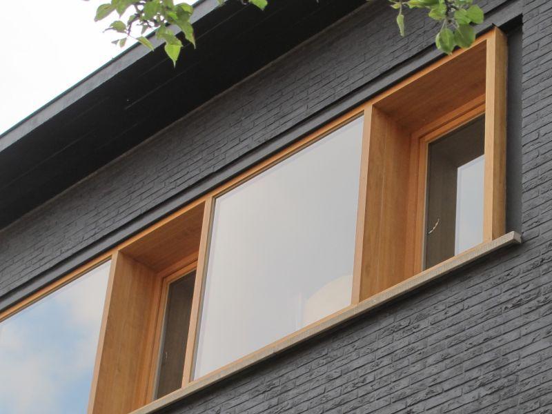 Renovatie • modern • houten raamkader • geverfde gevel • baksteen ...