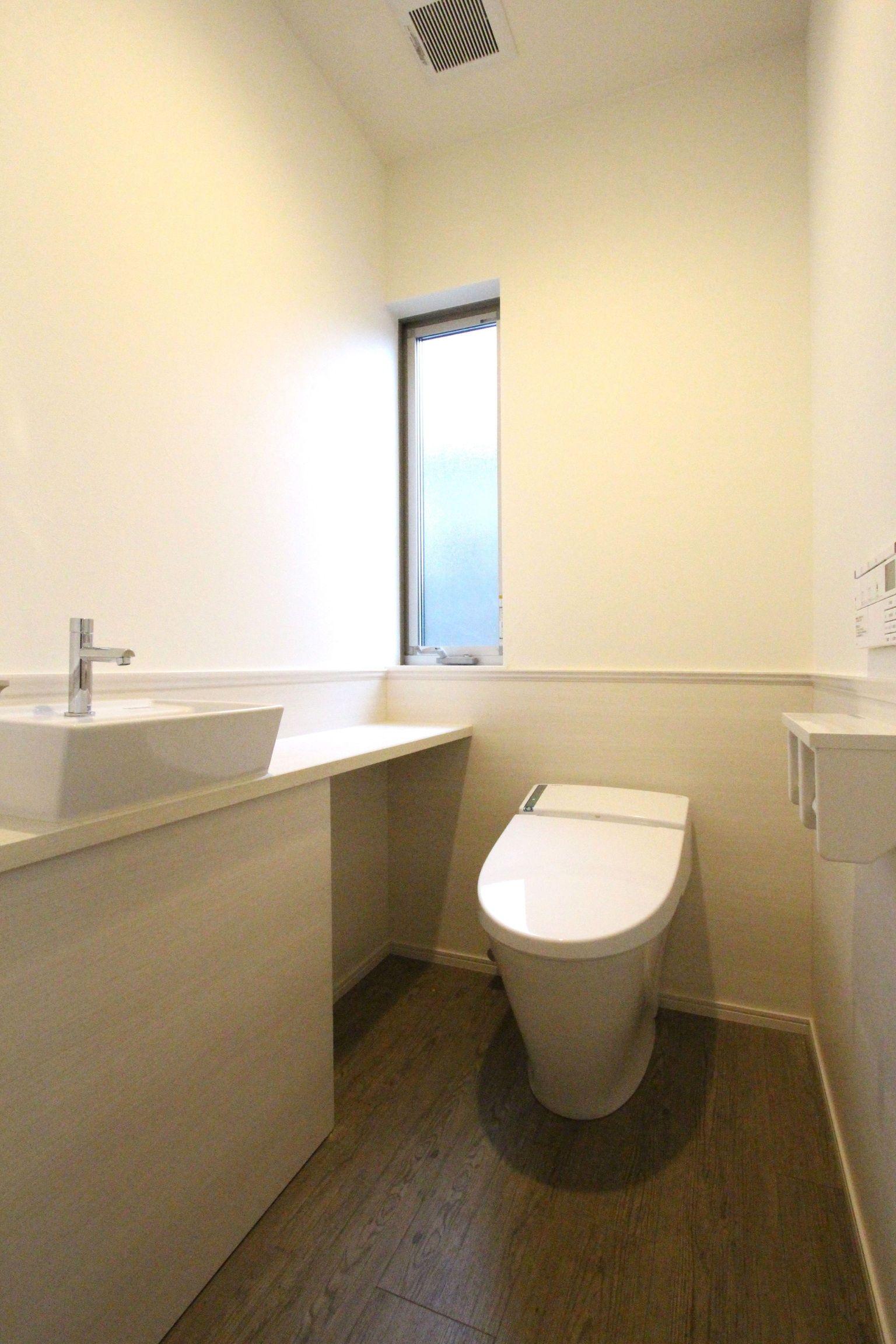 お掃除重視のトイレ施工事例 新築 トイレ トイレのアイデア トイレ 壁