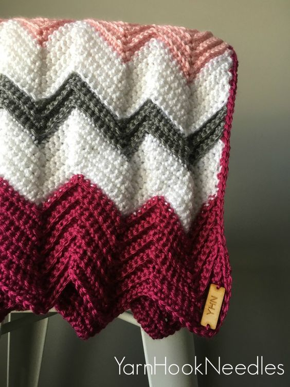 Modern Crochet Chevron Blanket with FREE Pattern | Manta, Manta de ...