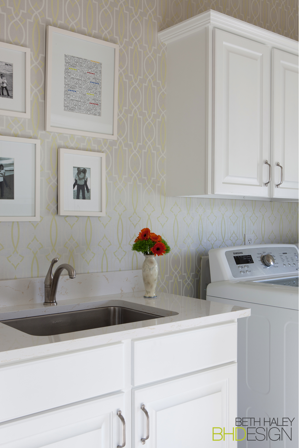 10x10 Laundry Room Layout: Laundry Room With Fun Wallpaper