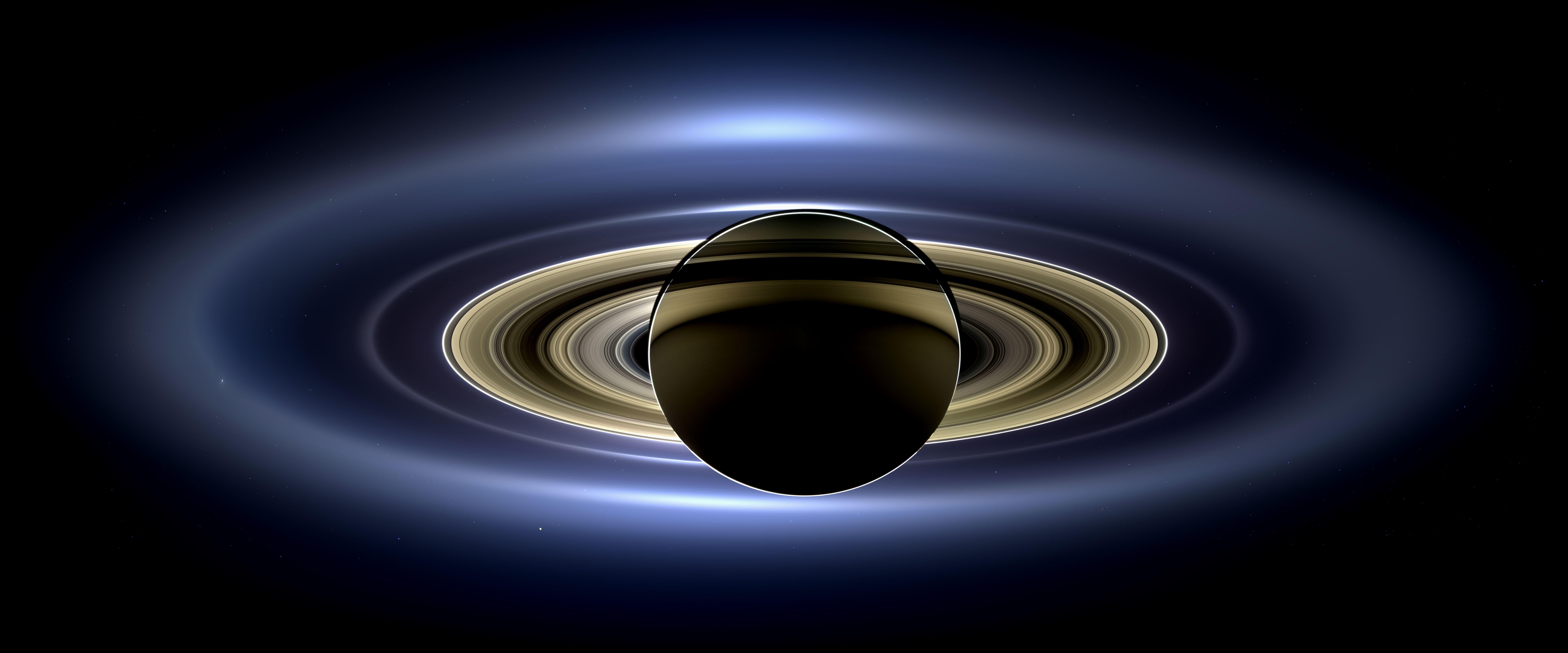 mosaico di un'eclisse su Saturno, 8,400×3,500 pixel