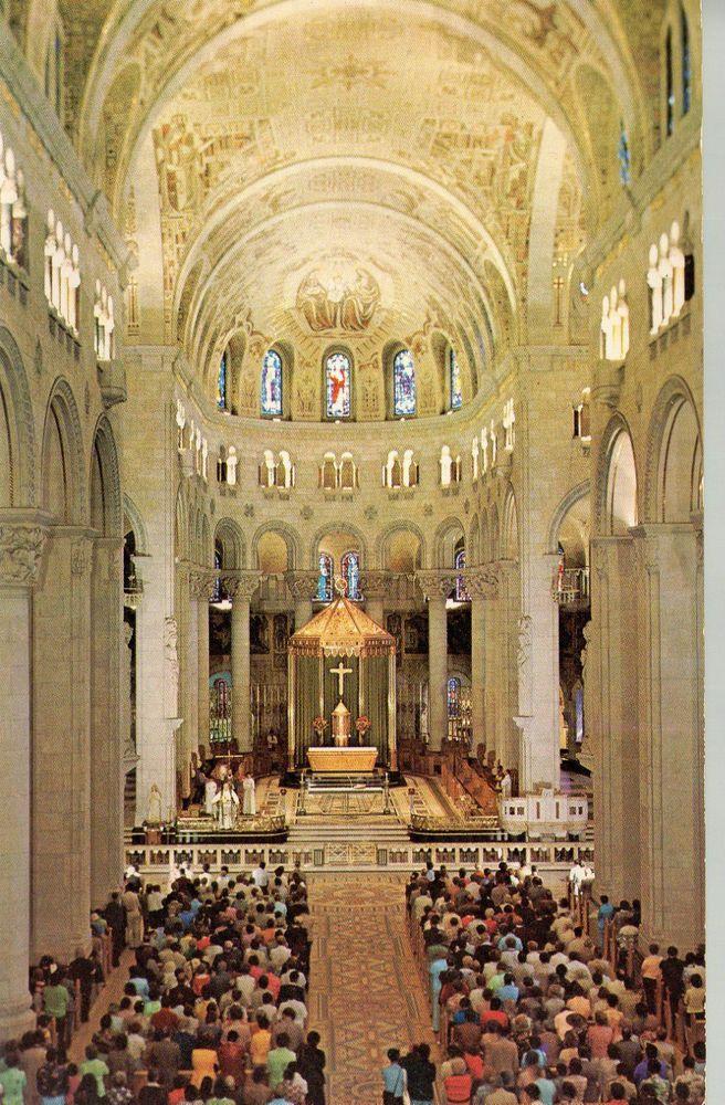 Quebec, Ste-Anne de Beaupre, lieu de pélerinage.  Auberge de La Basilique Interior