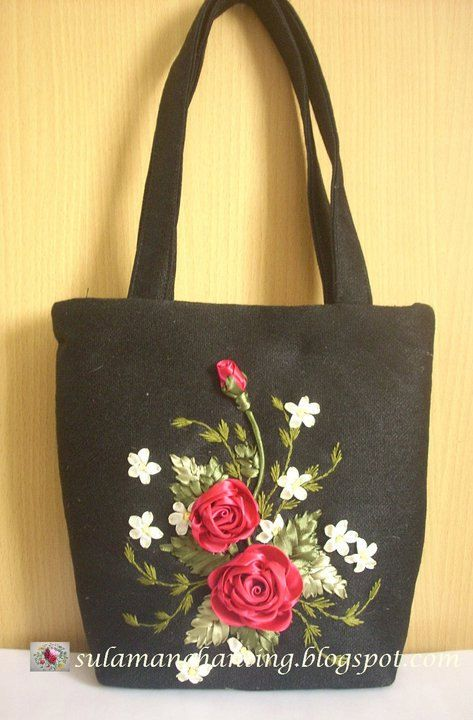 Purse ribbon embroidery black with red roses