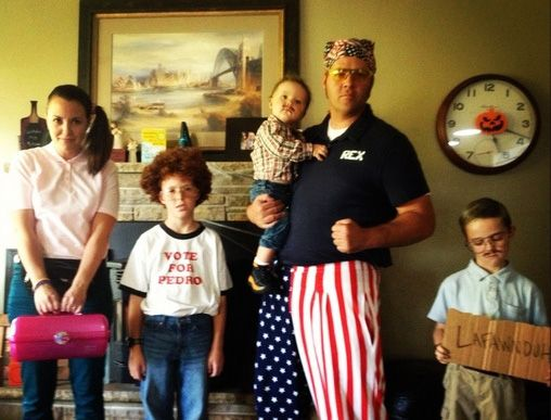 40 of the Best Family Costumes Ideas for Halloween \u2014 JaMonkey - mom halloween costume ideas