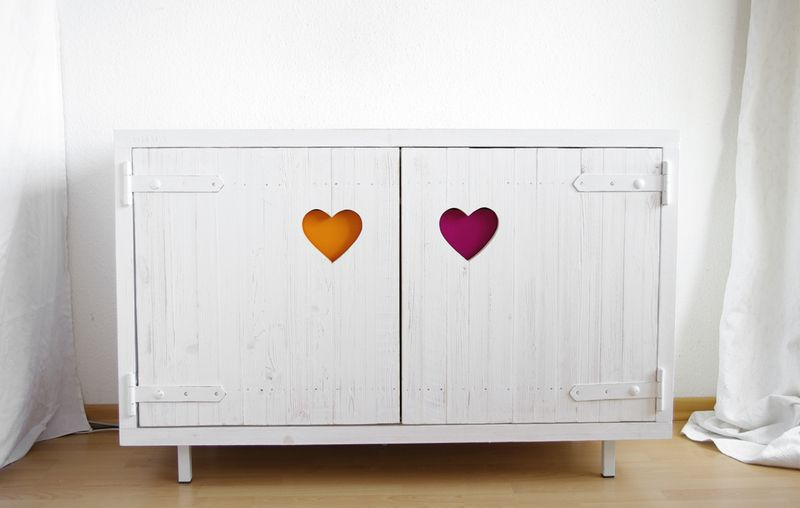 Kommode mit Herz // Drawer with hearts by LarsLiebgold via