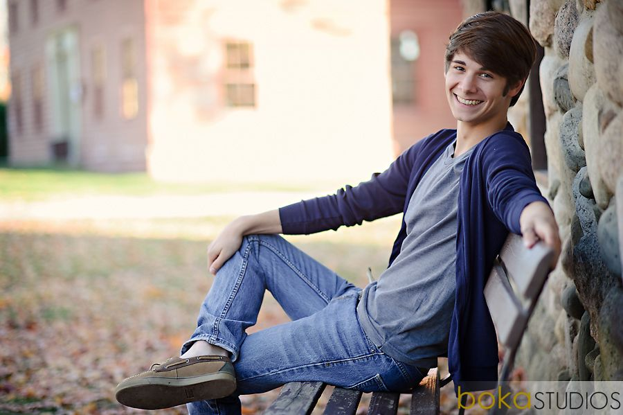 Natural Male Senior Photo Not Every Guy Could Should Rock The Model Poses Photography Poses For Men Poses For Men Senior Boy Photography
