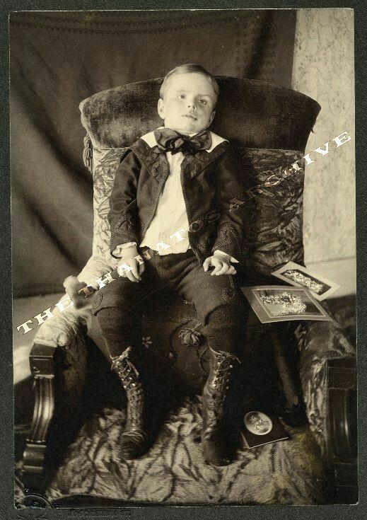 таких пост мортем фотографии с историей воспитанием активно