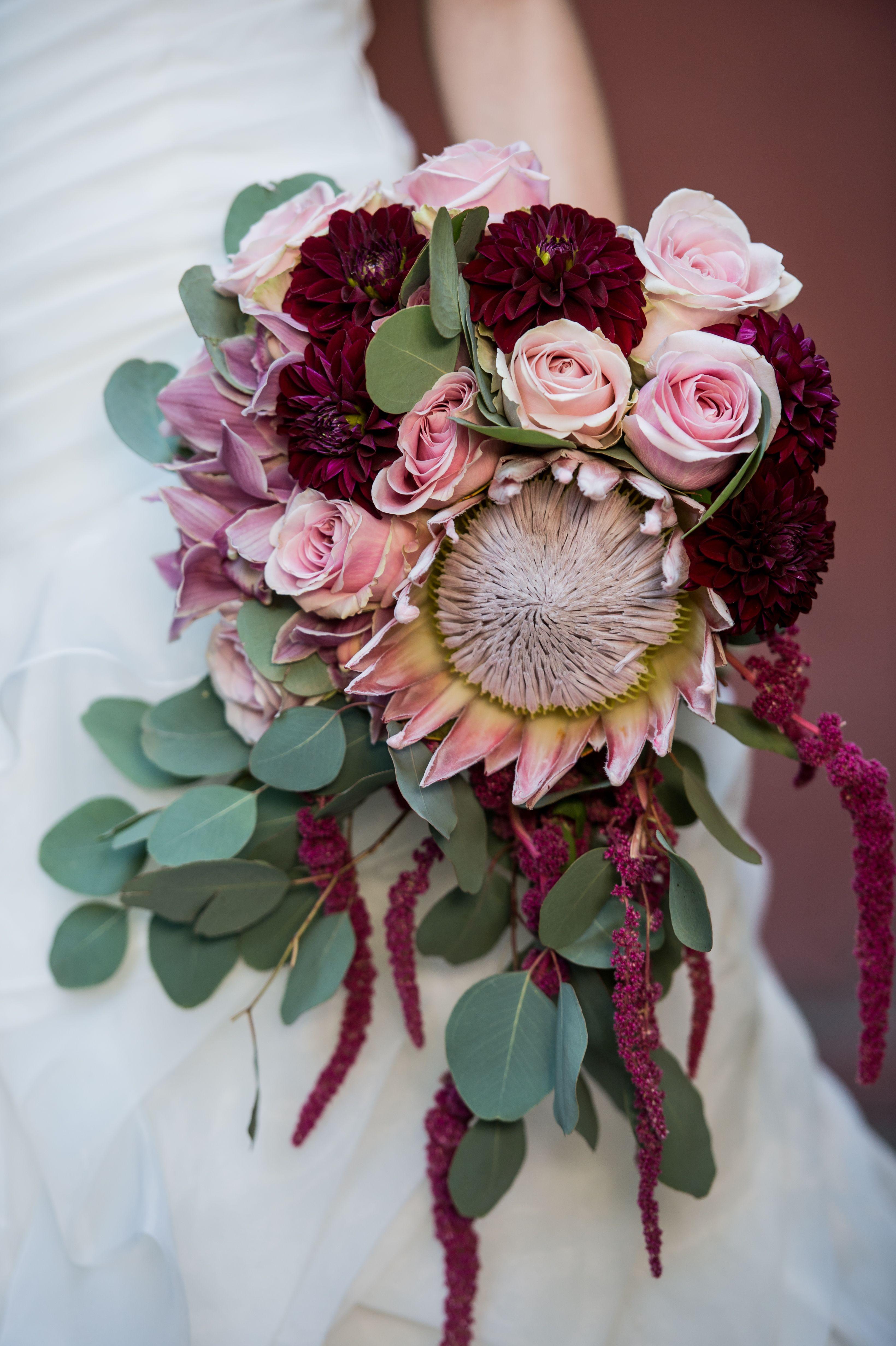 Buchet De Mireasa Curgator Cu Orhidee Dalii Trandafiri Protea
