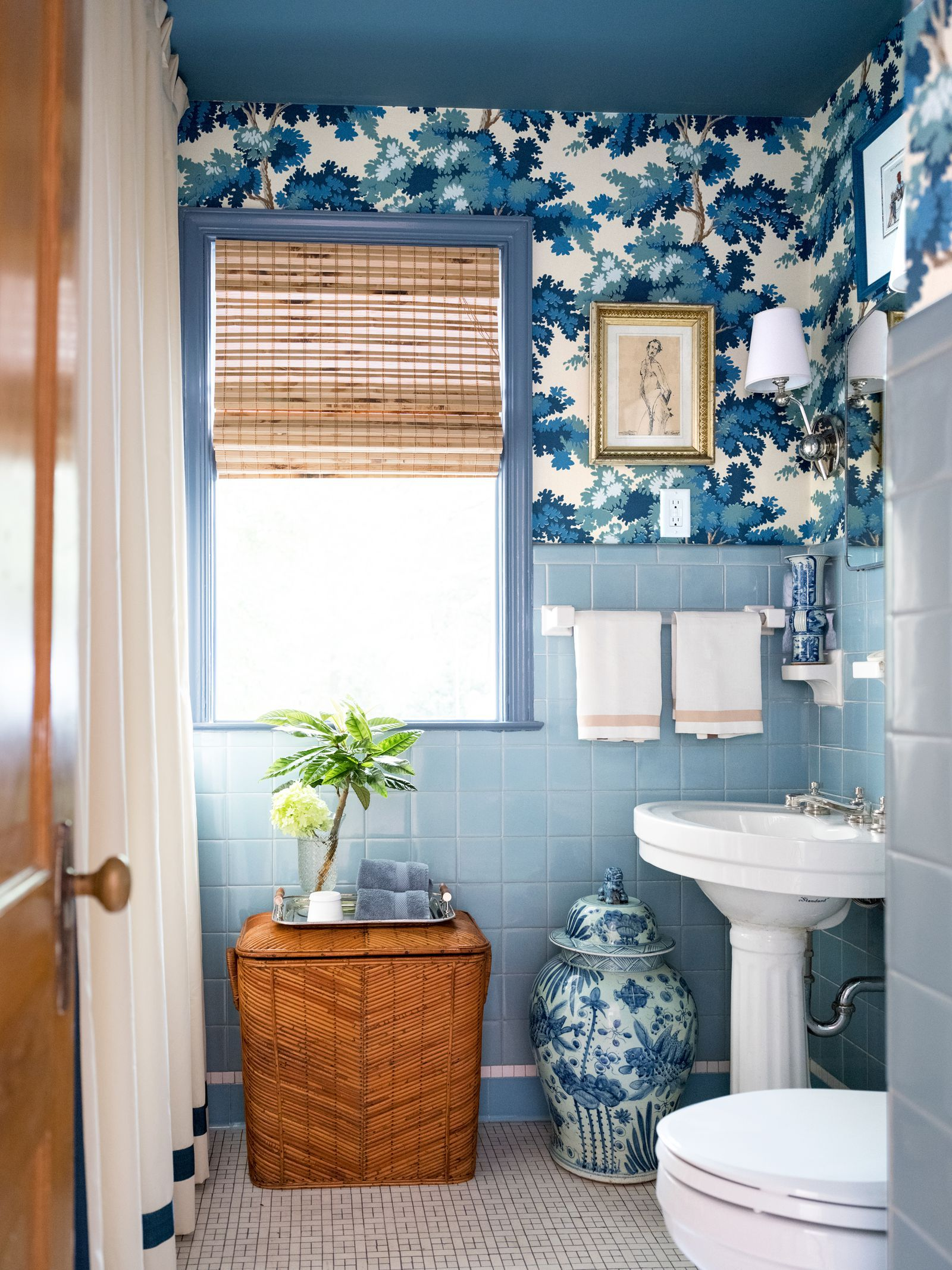 These Chic Wallpapered Bathrooms Will Convince You To Take The Plunge Bathroom Tile Designs Blue Bathroom Tile Retro Bathrooms