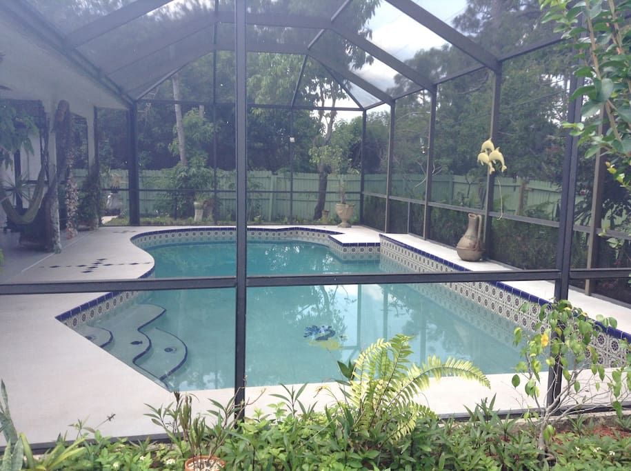In Port St Lucie Us Mi Casa Su Casa Has All You Need For Relaxing Located In The Heart Of Port St Lucie 15min Pool Houses Beautiful Sites Renting A House