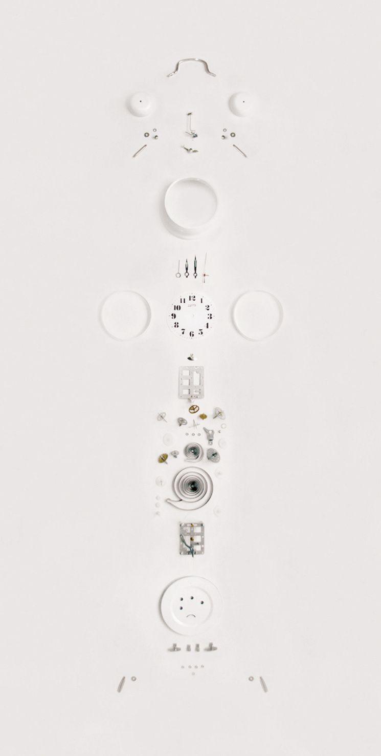 Ezequiel Montero Swinnen, El peso de la ingravidez, 75cm x 150 cm, ensamblaje, 2011   Bisagra arte contemporaneo