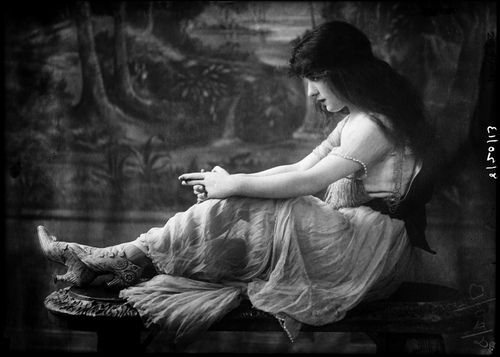 Evelyn Nesbit Thaw  by Bain News Service, 1913    Fabulous shoes!