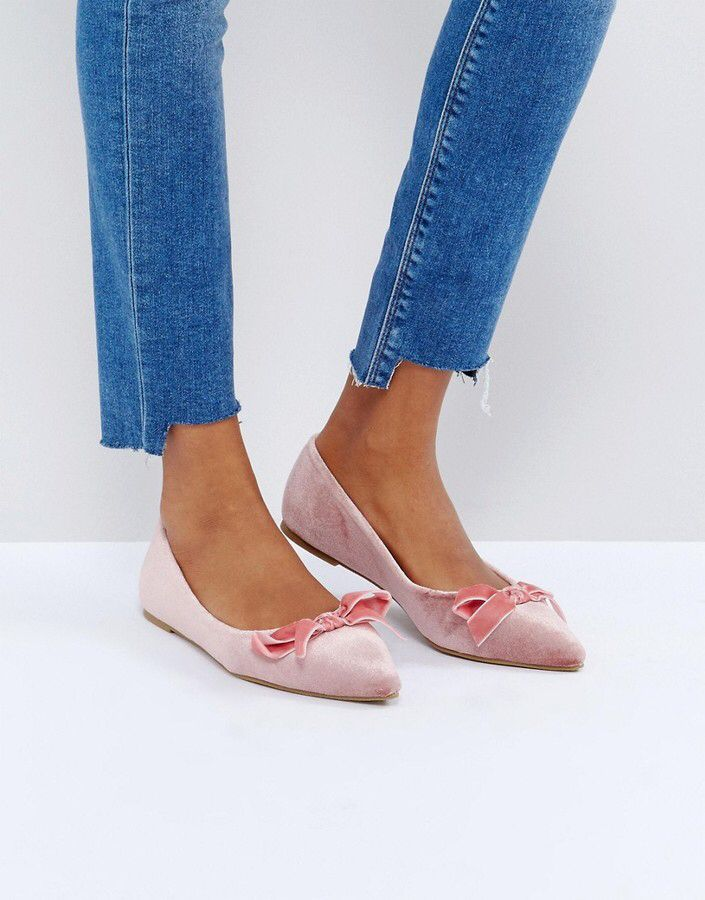 ff1dde4961a9 I LOVE these velvet ballet flats. The pointed toe with the bow is ...