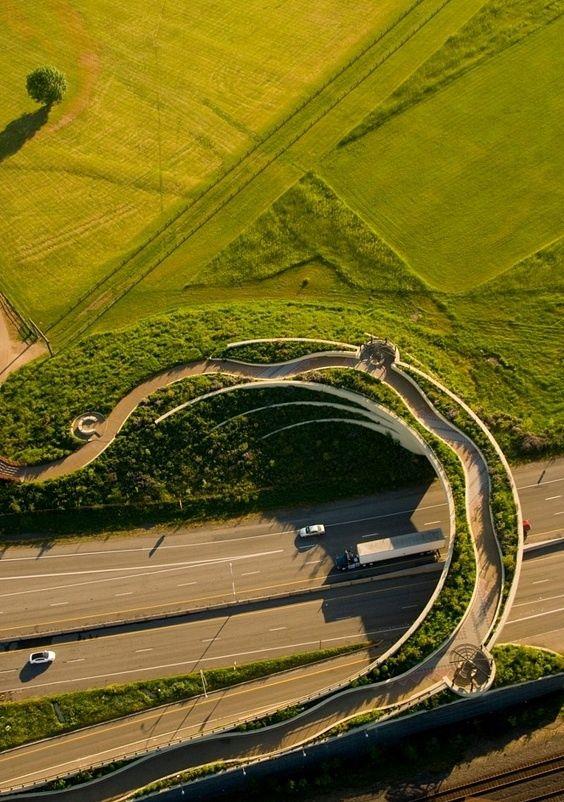 Land Bridge en Vancouver: Ecología y arte nativo El Puente Peatonal y  para ciclitas de Fort Vancouver, permite cruzar del norte de la SR 14 a la zona de Fort Vancouver.