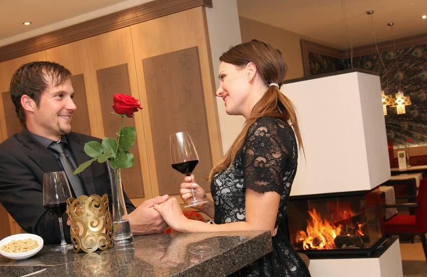 Geniessen Sie In Unserer Romantikhotel Lounge Oder Auf Der Terrasse Mit Einmaligem Blick Auf Schloss Neuschwans Mit Bildern Romantik Hotels Neuschwanstein Fruhstucks Buffet