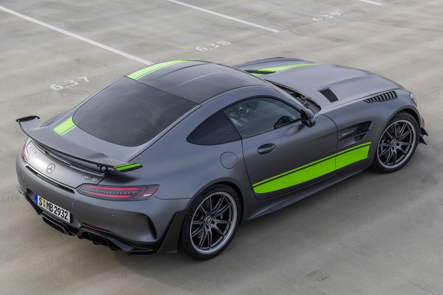 Mercedes Benz Goes Faster With Its Amg Gt R Pro Mercedes Amg