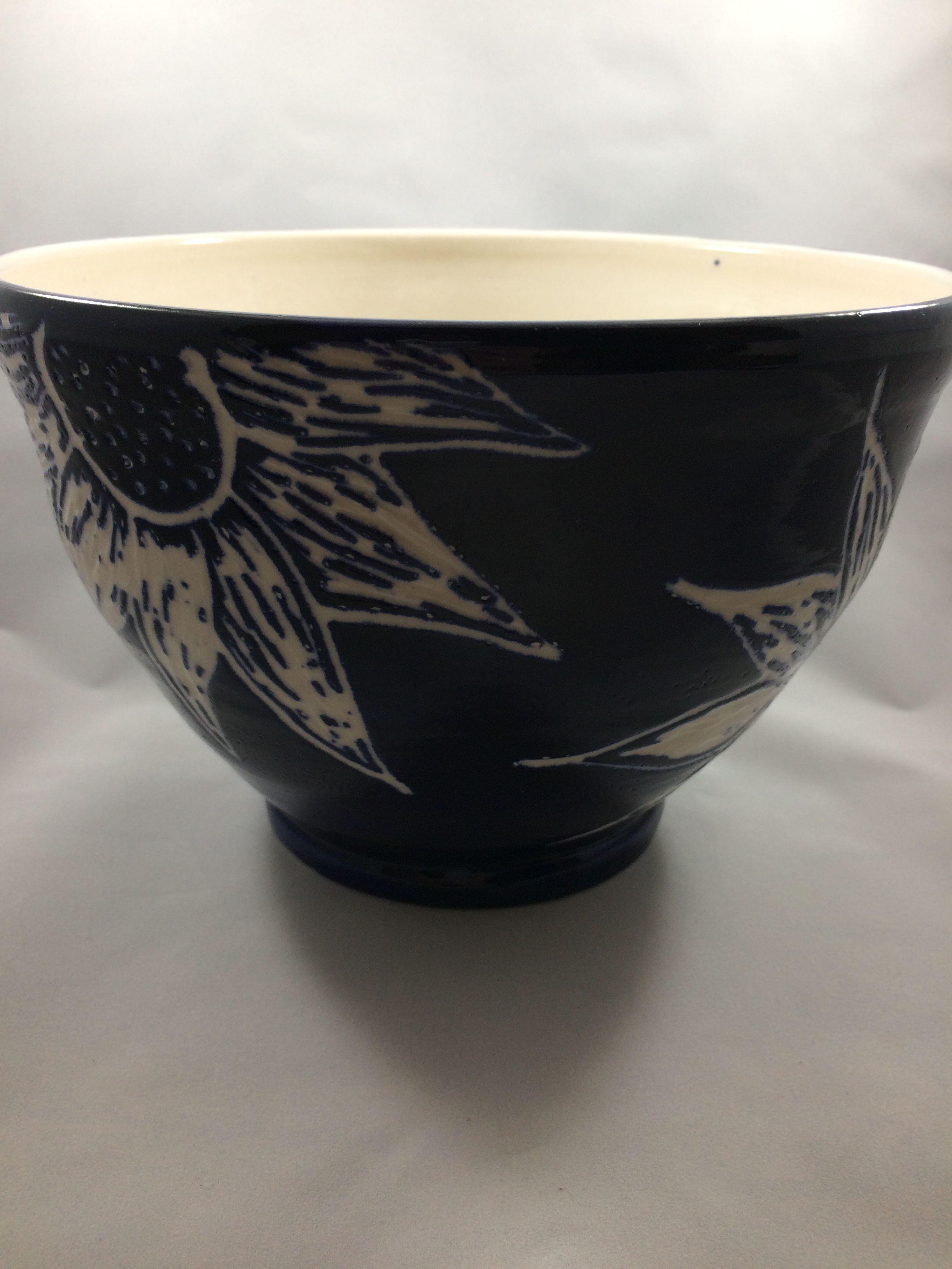 Large porcelain bowl with sgraffito