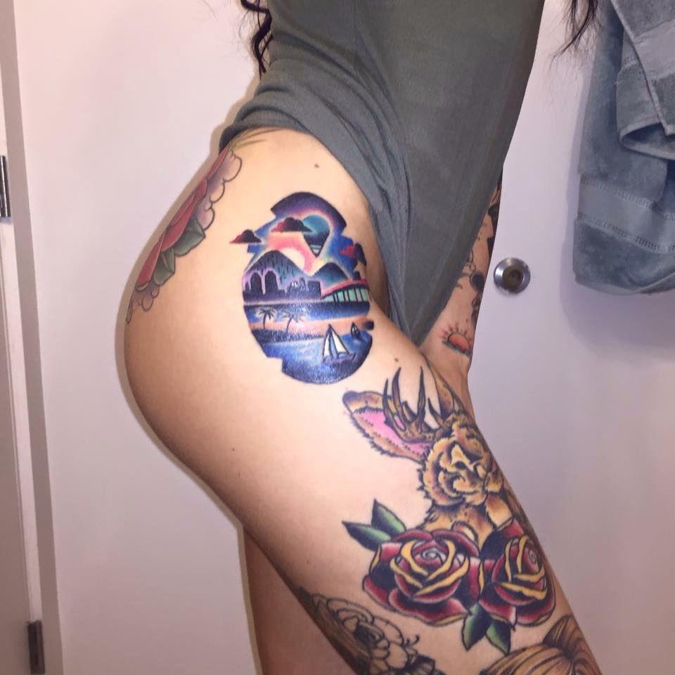 motifs tatouage fleur rose sur la cuisse d 39 une femme tatts pinterest tattoos san diego. Black Bedroom Furniture Sets. Home Design Ideas