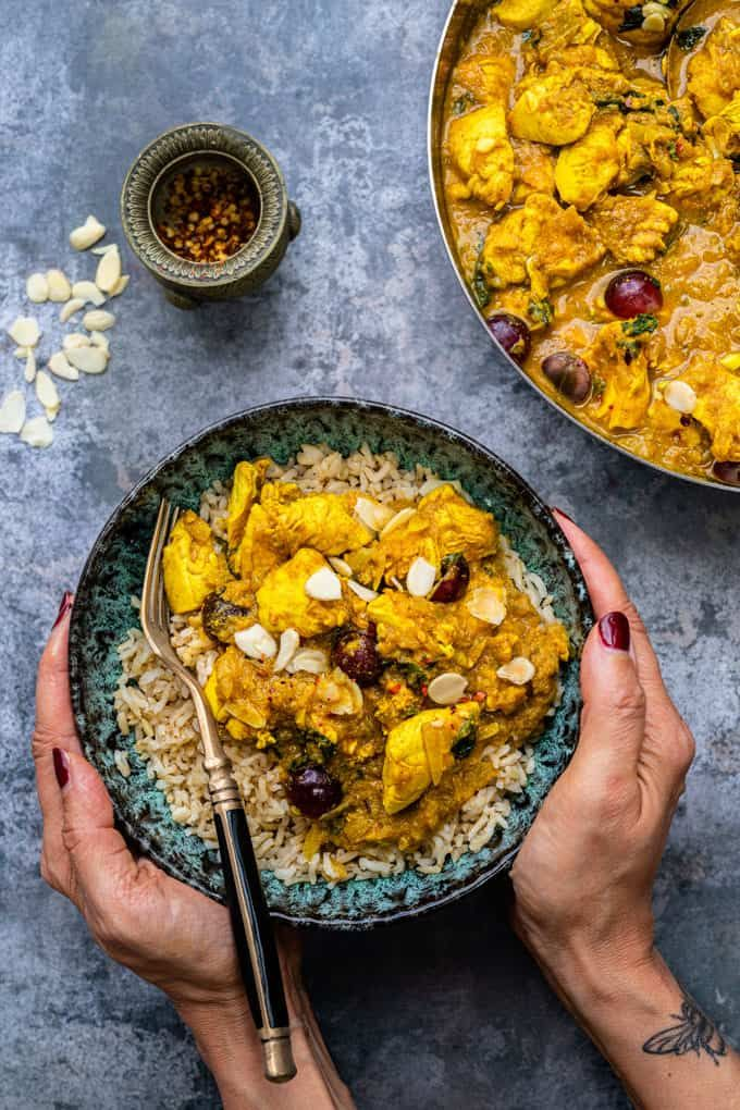 are you looking for an easy chicken curry recipe this simple chicken korma is mild enough for the whole family to en in 2020 chicken korma korma curry chicken recipes pinterest
