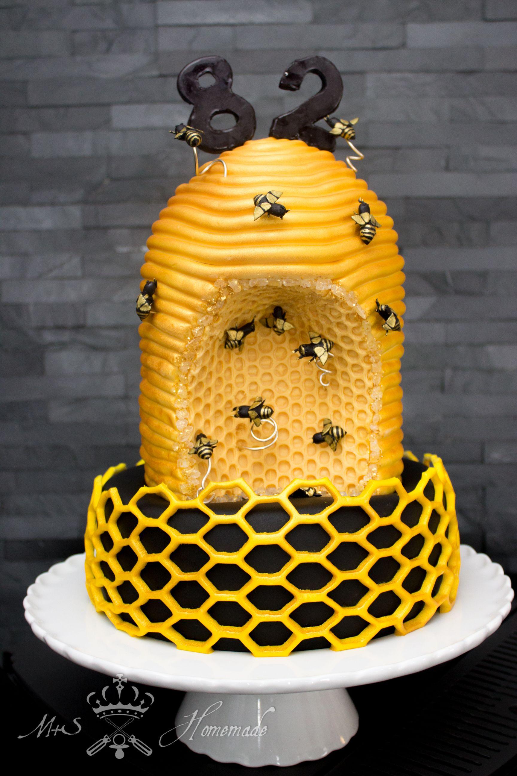 Bienenstock  Torte Für Den Imker Opa Verrückter Kuchen, Backen,  Bienenstock, Torten