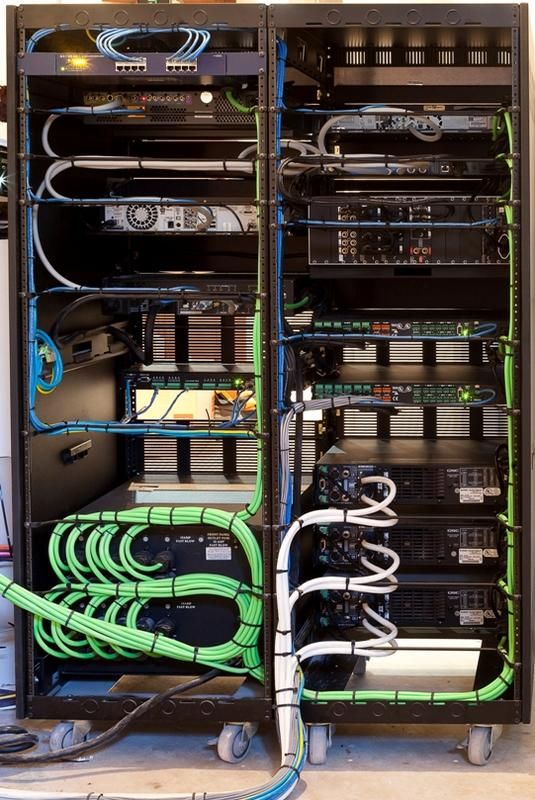 Network switch in rack\