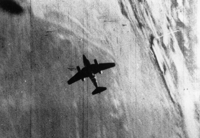 P51 Camera Gun Lt. John Cunnick's (38th FS) Me-262 claim. Low slow ...
