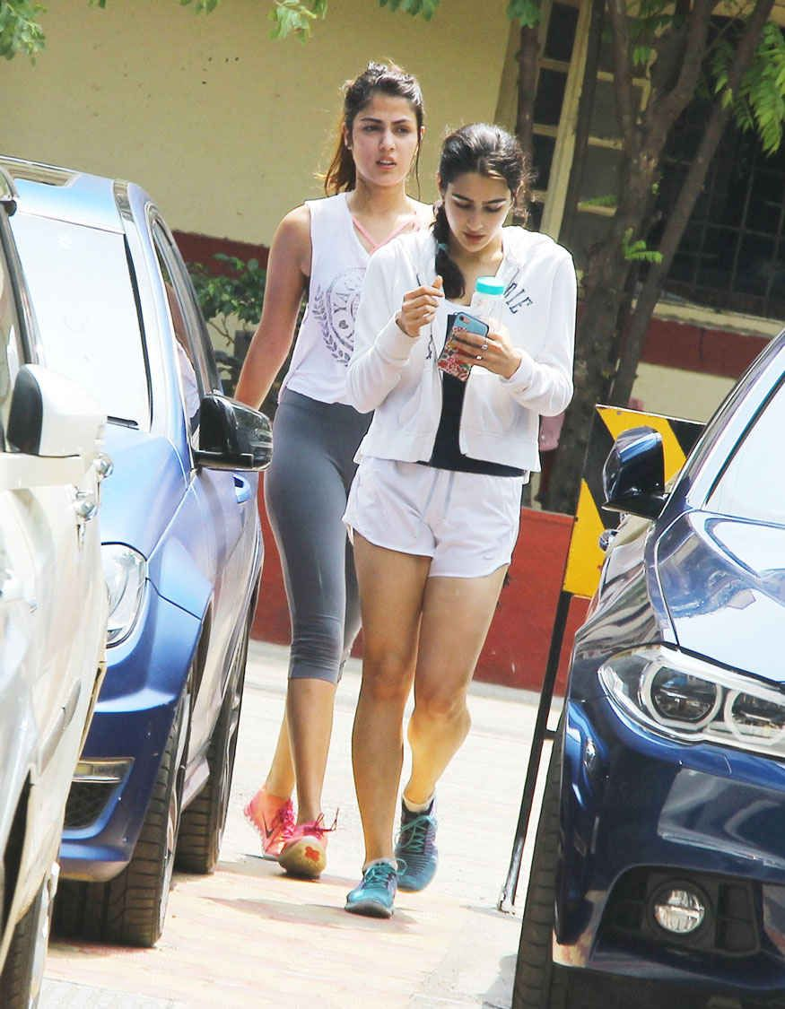 bollywoodmirchitadka: Rhea Chakraborty and Sara Ali Khan at a Gym In Ban...  | Bollywood girls, Sara ali khan, Beautiful bollywood actress